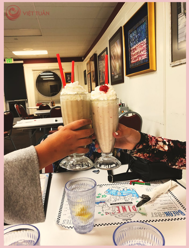 Niềm vui bất tận cùng bạn bè bên những ly trà sữa
