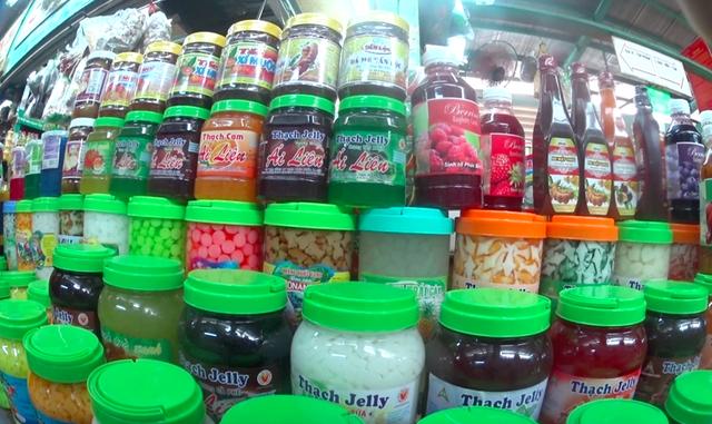 Nguyên liệu trà sữa không rõ nguồn gốc nằm la liệt khắp thị trường