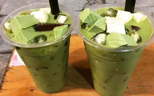 Trà sữa thái xanh kèm thạch rau câu